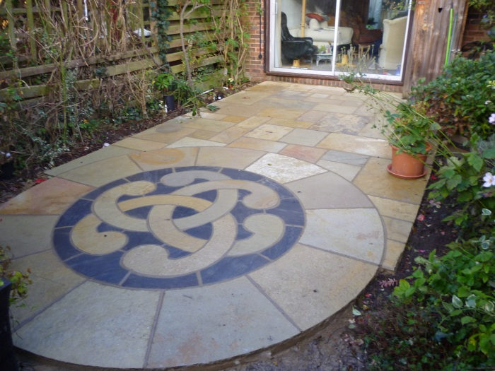 Awbs landscaping oxford new natural stone paving and for Garden designs with stone circles