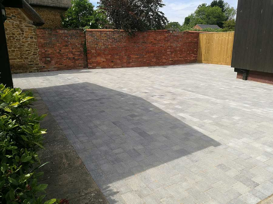 The AWBS Landscaping team created this large block paved courtyard driveway at a house in Cropredy near Banbury in Oxfordshire