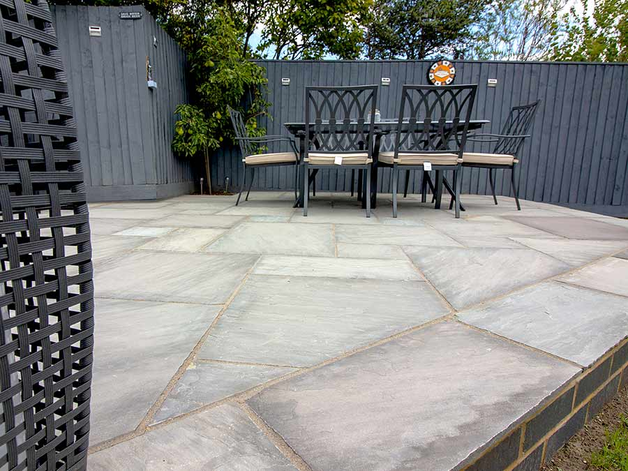 Raised patio in random pattern
