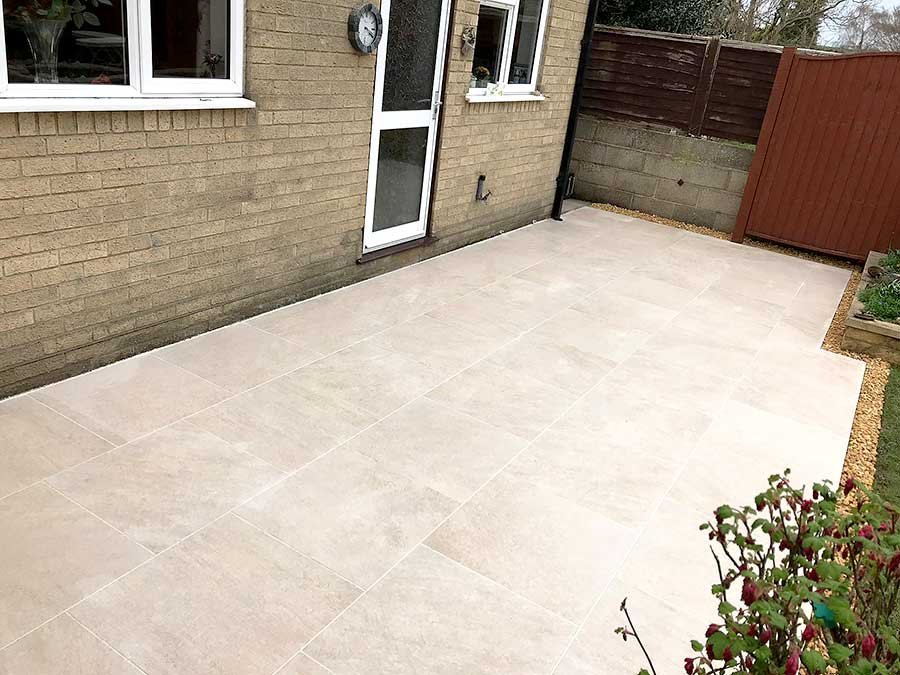 New patio in Oxfordshire with outdoor porcelain tiles